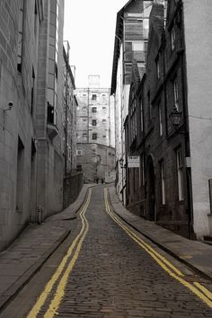narrow streets of scotland